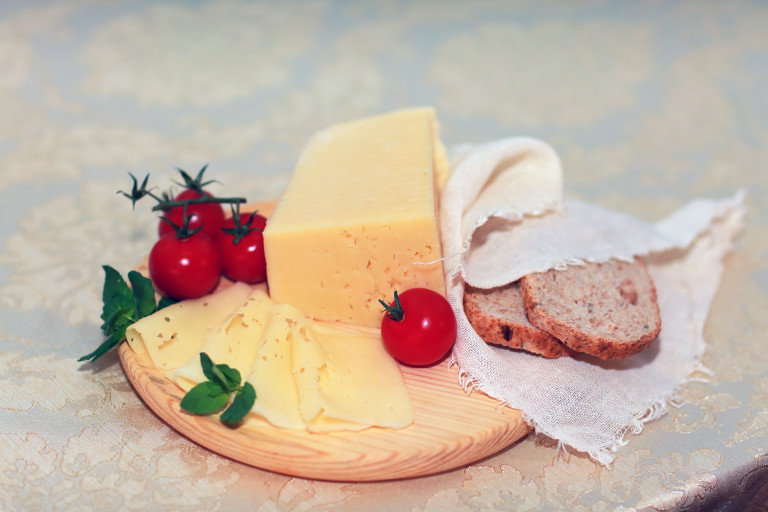 kakoy-syr-poleznee